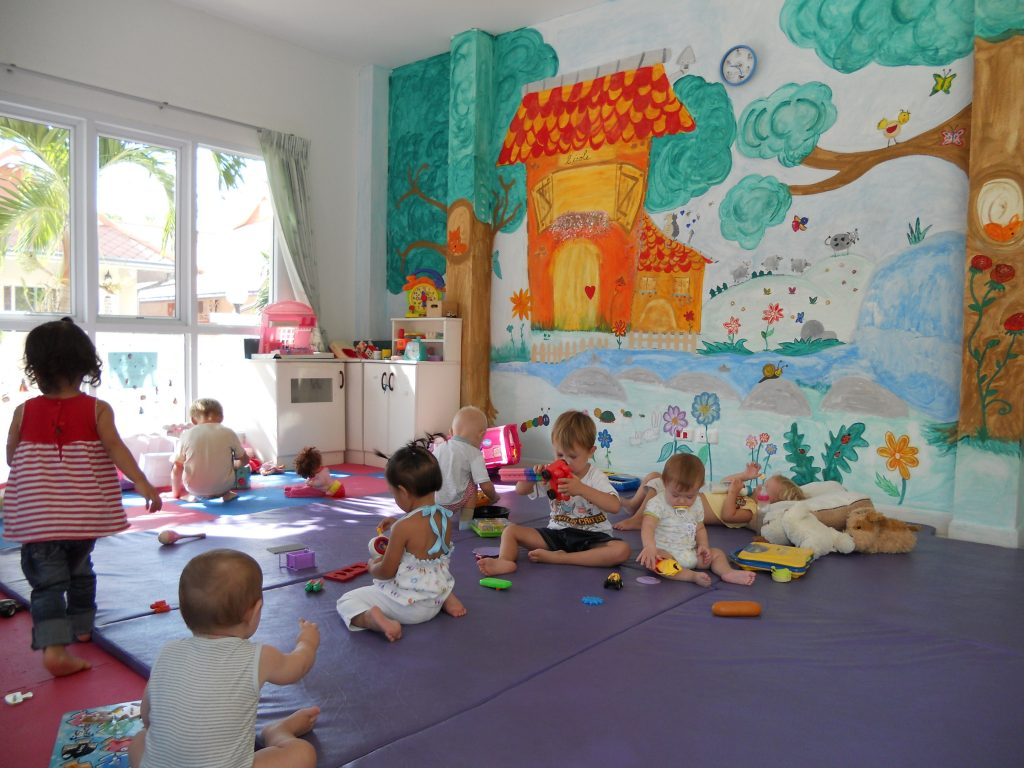 Воспитание в детских садиках Франции